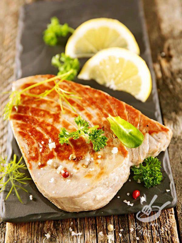 Tuna with red pepper - Il Tonno al pepe rosso è un secondo di sicuro successo che si fa apprezzare per il profumo irresistibile, oltre che per la semplicità di preparazione! #tonnoalpepe