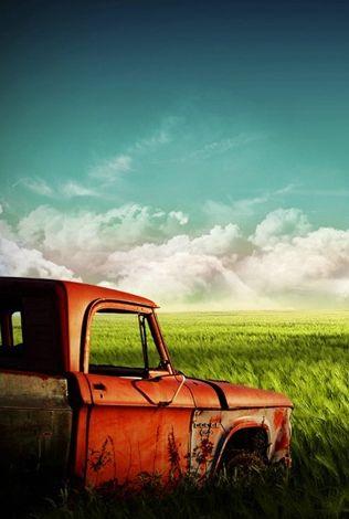 Burlap and Hay | sittinonmyfrontporch