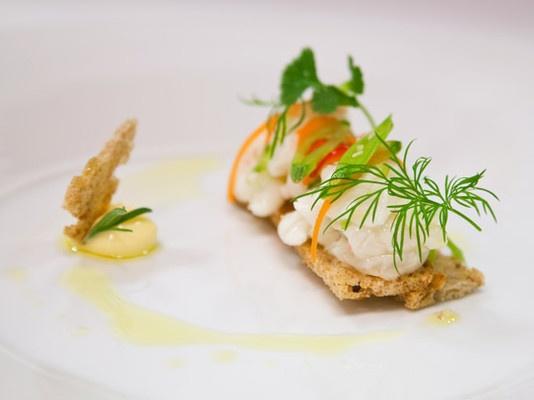 Råmarinert hvit fisk