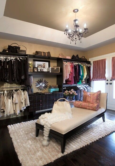 Like the idea of having a chase lounge in the middle :: True small bedroom into closet/Dressing room