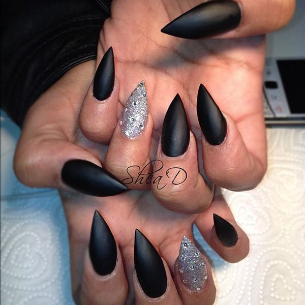 Stiletto Nails in Matte Black Woman in Black: Everyday Catwoman & Vampire   via Themysciran #Cosplay