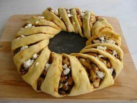 Γεμιστό ψωμί με μαρμελάδα λιαστής τομάτας και κατσικίσιο τυρί | TasteFULL