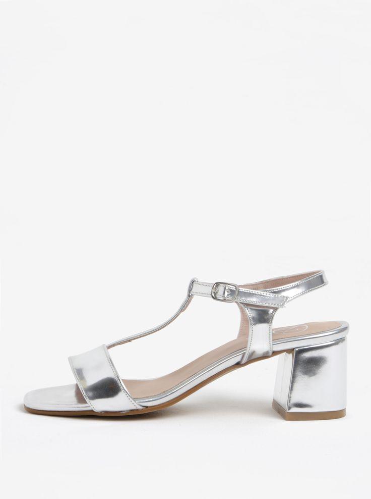Lesklé sandálky ve stříbrné barvě na širokém podpatku OJJU