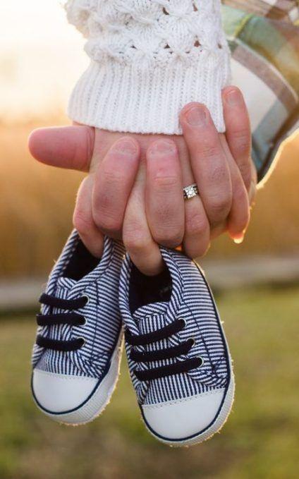 #SchwangerschaftsFotos-27 Ideen Fotografie Familie Mutterschaft Babyschuhe für das Jahr 2019 #Fotografie #MutterschaftsportraitFotografie   – Photogr…