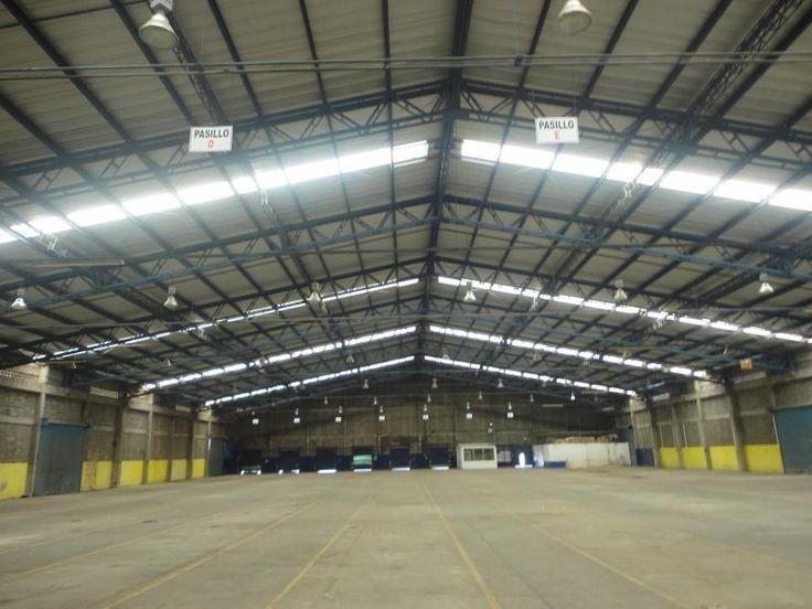 Bodega en renta en Ciudad Industrial,  consta de 12 000 m2 de terreno, 4000 m2 de nave techada y 600 m2 de oficinas $180,000 *MX17-DJ2794*