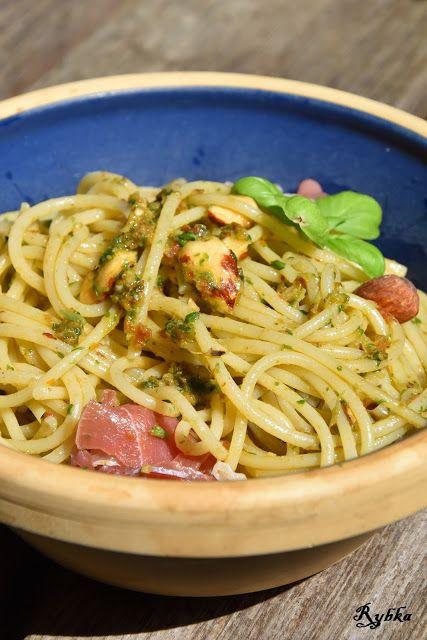 Pasja tworzenia: Spaghetti z pesto bazyliowo- pomidorowym, migdałam...