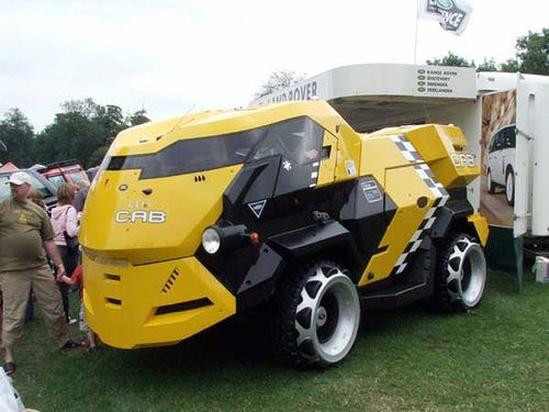 SIC!!! Land Rover concept looks like a futuristic garbage truck but I would drive it...