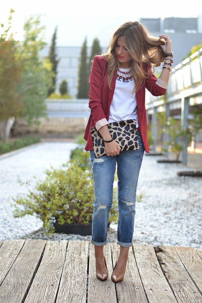 burgundy blazer, boyfriend jeans, leopard print. Casual Moda Feminina