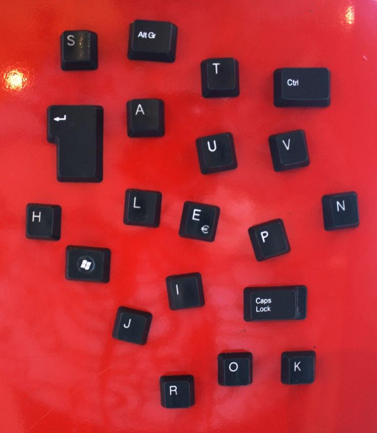 Vanhojen näppäimistöjen uusi elämä magneetteina ------ Recycled keyboard magnets