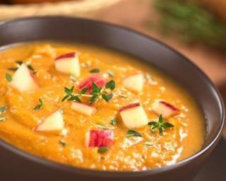 Soupe de patates douces Croq'Kilos aux pommes et gingembre coupe-faim : http://www.fourchette-et-bikini.fr/recettes/recettes-minceur/soupe-de-patates-douces-croqkilos-aux-pommes-et-gingembre-coupe-faim.html