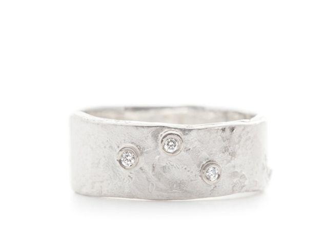 Ring met ruwe structuur en 3 diamanten online kopen