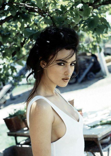 Monica Bellucci, beautiful skin, hair and eyes. Italian women, we age well.