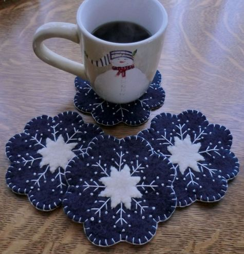 """Snowflake"" Wool Applique Penny Rug Candle Mat & Mug Rugs Pattern"