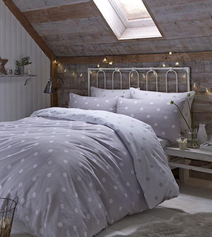 1001 Bricolages Et Idees Pour Fabriquer Une Tete De Lit Lumineuse Chambre Lambris Deco Chambre Sous Pente Tete De Lit Lumineuse