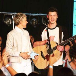"""Shawn Mendes apresenta """"Stitches"""" ao vivo no talk show de Ellen DeGeneres #Billboard, #Programa, #Single, #Sucesso http://popzone.tv/shawn-mendes-apresenta-stitches-ao-vivo-no-talk-show-de-ellen-degeneres/"""