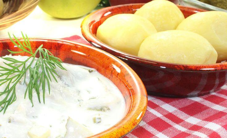 Hölskypotut ovat tämän kesän ehdotonta hittiruokaa. Uusista perunoista valmistettava kesäinen lisuke on innostanut suomalaiset ravistelemaan perunakattiloitaan.