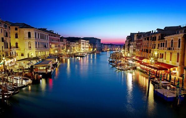Фото обои гондолы, Venice, отражение, освещение, город, море, лодки, вечер, вода, здания, Italy, Гранд-канал, Италия, дома, Венеция, ...