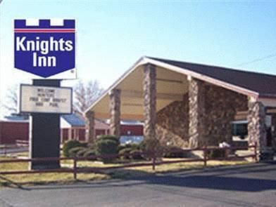 Brownwood (TX) Knights Inn Brownwood United States, North America Ideally located in the prime touristic area of Brownwood, Knights Inn Brownwood promises a relaxing and wonderful visit. Both business travelers and tourists can enjoy the hotel's facilities and services. Free Wi-Fi in all rooms, 24-hour front desk, facilities for disabled guests, family room, pets allowed are there for guest's enjoyment. Designed for comfort, selected guestrooms offer air conditioning, heating,...