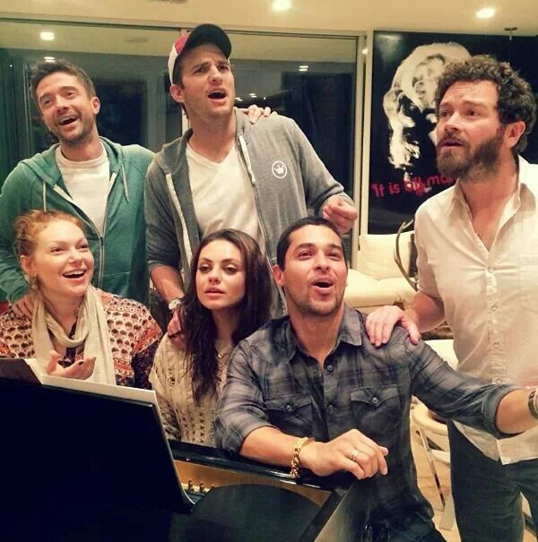 """This Photo Of The Cast Of """"That 70s Show"""" Reuniting Will Make Your Day"""