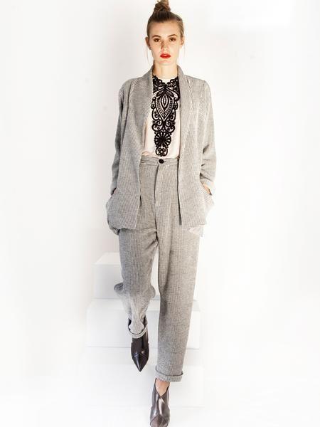 Transeasonal black&white suit / Pleat baggy pants / cardigan jacket / Beige silk blouse / black lace detail