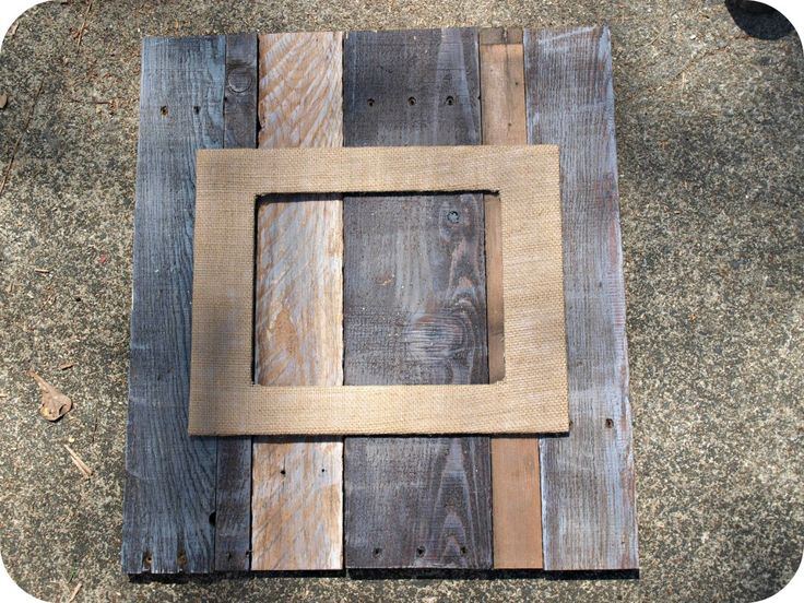 Pallet and Burlap picture frame + how to age wood