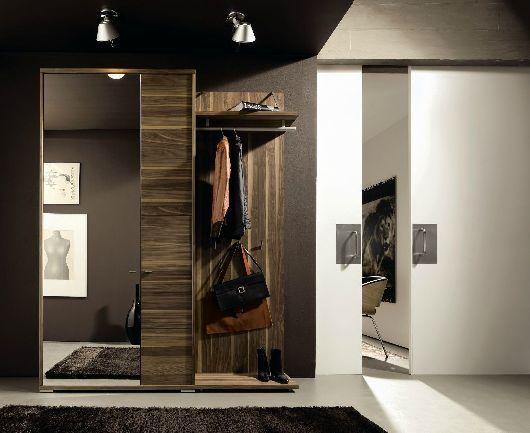 meble do przedpokoju szafa nowoczesne ciemne drewno w pasy