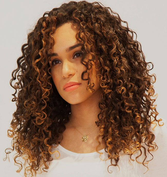 Versus Diametrix - This is a long diagonal angled cut in which the Diametrix Cutting Technique is applied to take away the bottom bulkiness of the style to allow the curls to lie beautifully framed around the face.