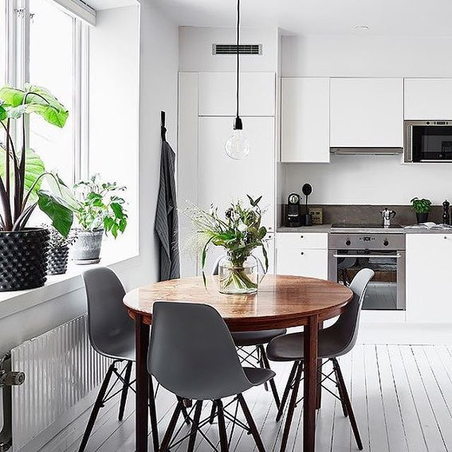 A stunning kitchen diner via @entrancemakleri Good night all ✨ . #kitchen #kitchendecor #nordichome #nordicinspiration