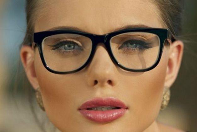 Maquillaje para novias con gafas