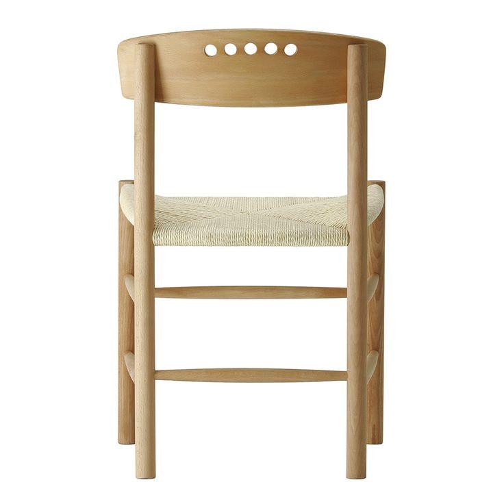 Sfera.  Disponibile in legno massello di rovere oppure faggio con finitura oliata. Le sedie vengono trattate con olio di lino, un prodotto di origine completamente naturale, atossico, biologico e rispettoso dell'ambiente. La seduta è impagliata a mano. Certificata FSC.