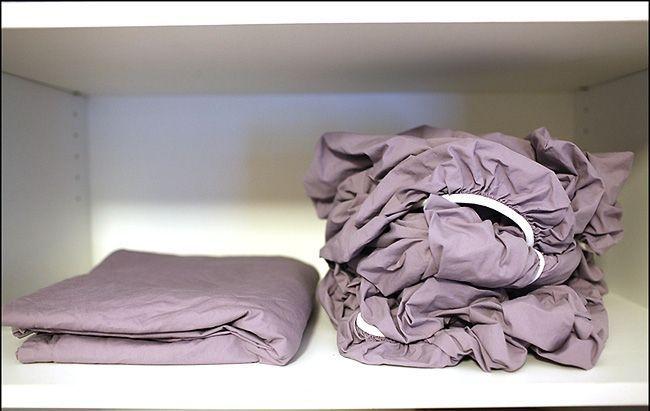 ¡Con este truco será muy fácil doblar una sábana ajustable! ¡No teníamos ni idea de que podía ser así de simple!