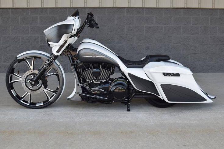 BX Custom Designs Sleek HD Street Glide | Baggers