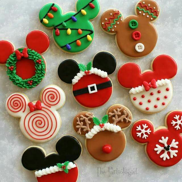 MICKEY MOUSE CHRISTMAS COOKIES...these are absolutely adorable & I bet your little Disney fans would just love them!!  http://www.thepartiologist.com/2015/11/disney-themed-christmas-cookies.html