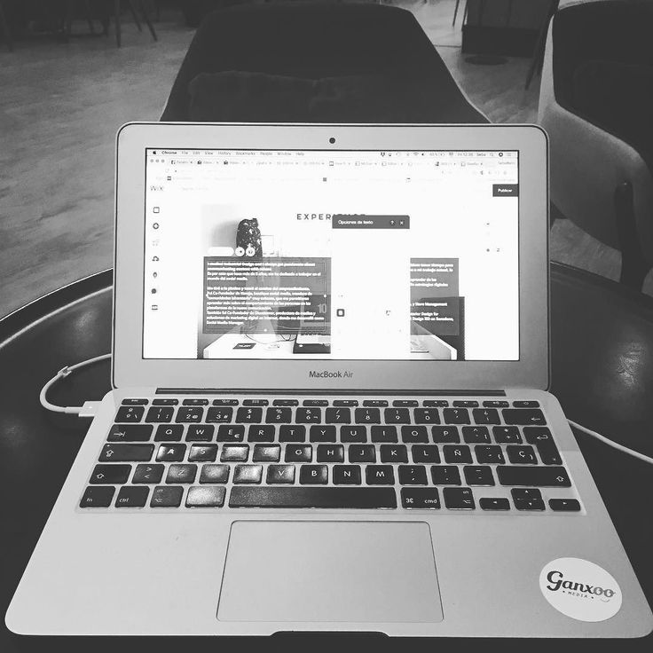 Whats up everybody? This morning im working on the English version of my site from the hotels lobby. So excited! Meanwhile check the Spanish version in www.sebamarin.com . . . . . #web #website #websitedesign #sebamarin #i #me #hustle #love #people #photo #macbook #macbookair #black #white #blackandwhite #blackandwhitephotography #blacksndwhitephoto #work #hotel #photo #photooftheday #photography #dowhatyoulove #lovewhatyoudo
