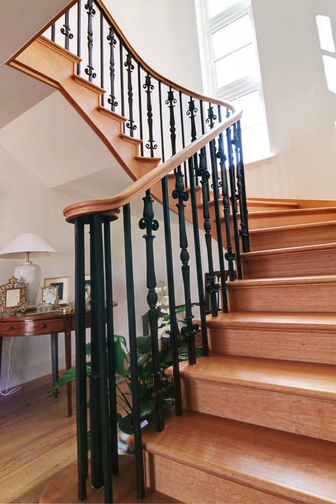 Best Continuous Handrail Iron Spindles Curved Scotia Beading 400 x 300