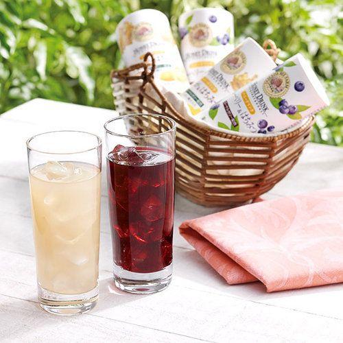 山田養蜂場の蜂蜜と、ゆず・うめ・生姜・ブルーベリー果汁で風味豊かに仕上げたハニードリンク。持ち運びにも便利な紙素材のカート缶は、電子レンジにも対応しておりますので、冬はホットでお楽しみください。