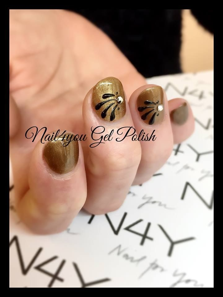 Gel Polish nails with simple Nail art design and a small Rhinestone on the top. All Products can be ordred here Nail4you.dk