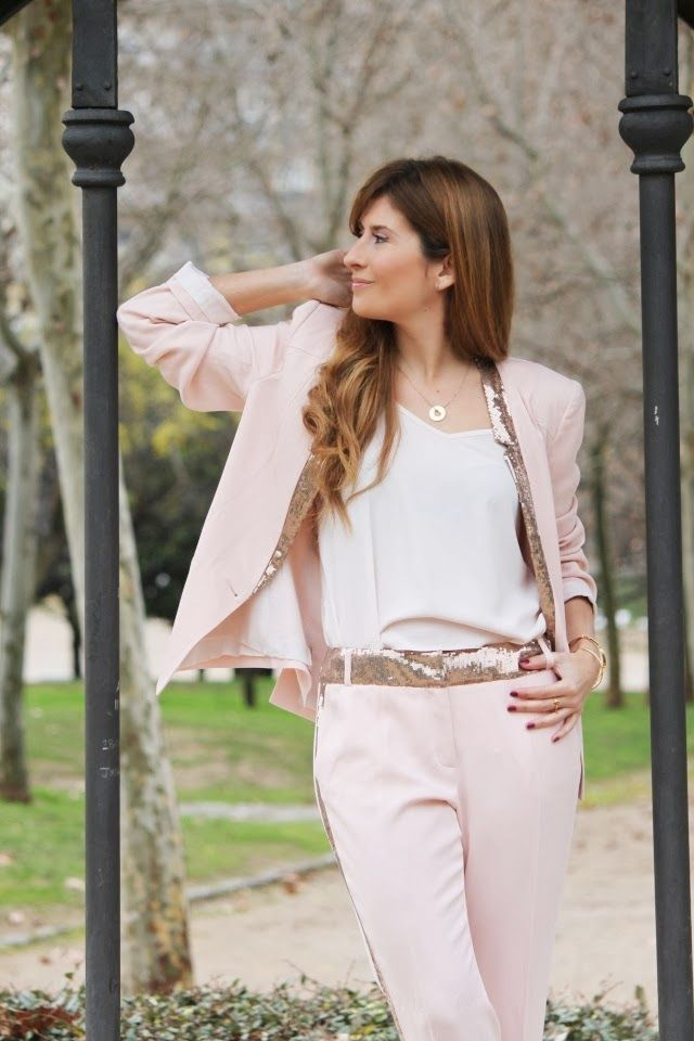TRAJE ROSA CON PAILLETTES http://www.atrendylifestyle.com @A Trendy Life