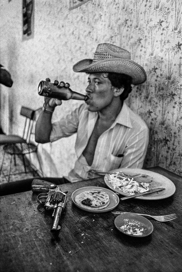 A Death Squad mercenary stops for lunch in El Salvador (1980's) [620x927]