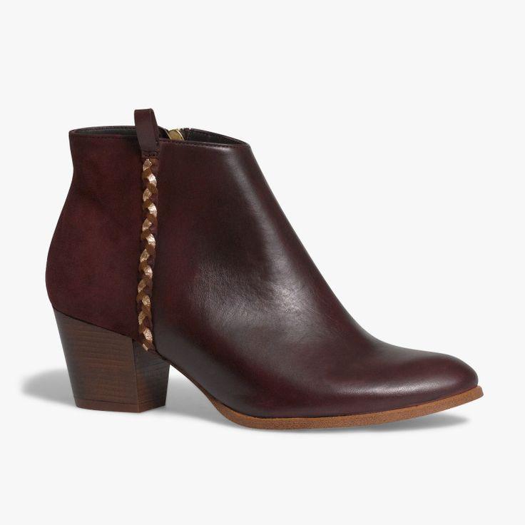 Boots en cuir rouge marsala Un boots très charmeur avec son cuir velours à l'arrière du pied, sa tresse sur le côté et son petit talon de 5.5 cm. Fabriqué en France.  •#SHOESINMYLIFE On peut l'associer avec une salopette pour un look très authentique. •Prendre votre pointure habituelle