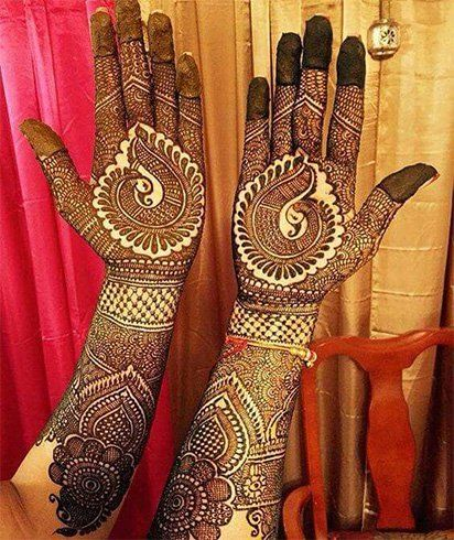 A heavy henna design for the beautiful bride.