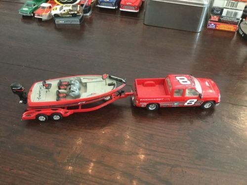 Action 1:43 Nitro Speed Bass Boat, trailer and Chevy Pick-up diecast - http://hobbies-toys.goshoppins.com/diecast-toy-vehicles/action-143-nitro-speed-bass-boat-trailer-and-chevy-pick-up-diecast/
