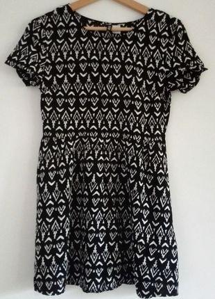 Kup mój przedmiot na #vintedpl http://www.vinted.pl/damska-odziez/krotkie-sukienki/14688682-czarno-biala-wzorzysta-letnia-sukienka-hm