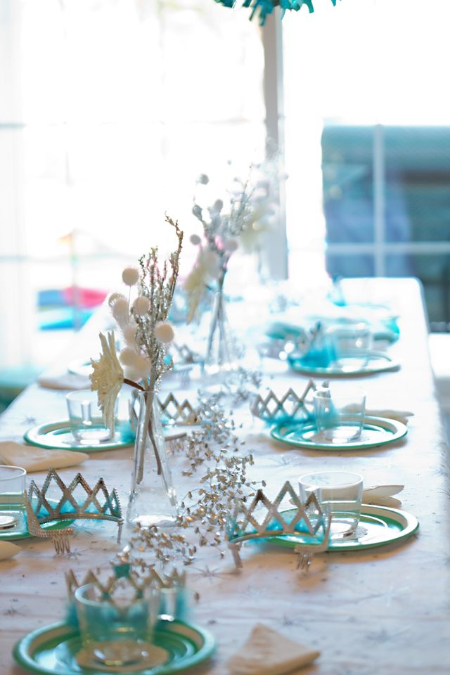 Disney Princess Party - love this Elsa Tea Party theme from Frozen!