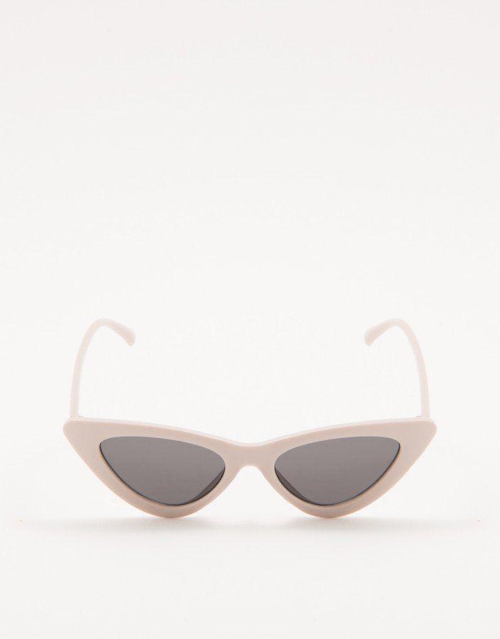 e5bc7e4ff1d48 ÓCULOS DE SOL GATINHO SLIM NUDE Óculos de Sol Gatinho Slim Nude feito em  material sintético. Armação e hastes em acetato nude. Lentes pretas …