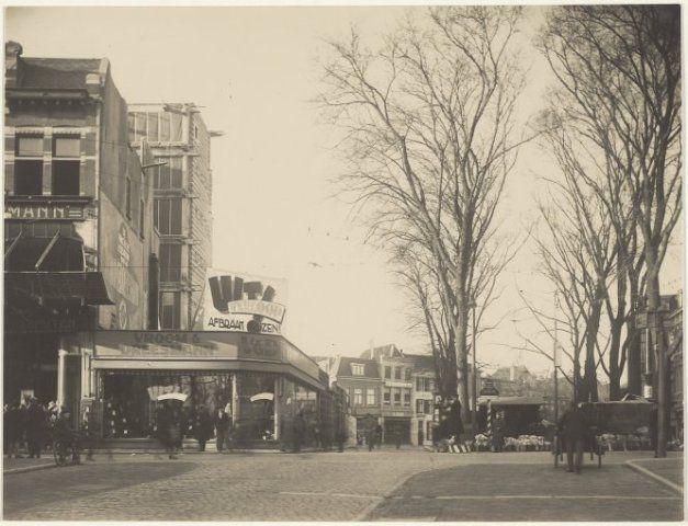 Bouw Vroom & Dreesmann en de bloemenmarkt op het Verwulft.1932