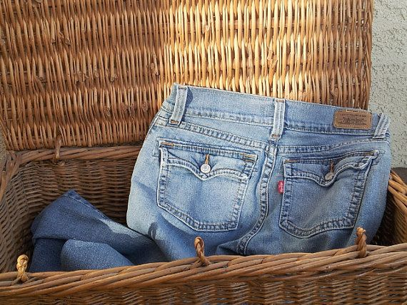 Vintage Levi's Jeans / 504 Slouch jeans with flare bottom / Farmgirl chic / boho jeans with back pockets / Urban Cowgirl / boyfriend jeans