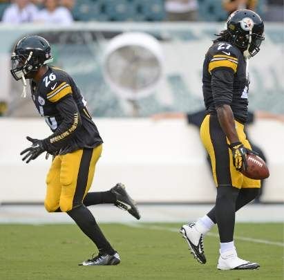 Steelers running backs LeVeon Bell and LeGarette Blount warm up before the Eagles game Thursday, Aug. 21, 2014 at Lincoln Financial Field. — Chaz Palla | Trib Total Media