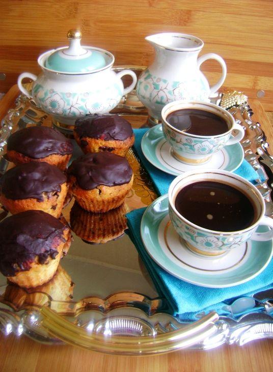 Апельсиновые кексы с шоколадом под шоколадно-апельсиновой глазурью.. Рецепт c фото от ogiway 23 марта 2015 на koolinar.ru