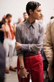 definitelyBlouses, Fashion, Pixie Haircuts, Style, Shorts Hair, Costumes National, The Sartorialist, Grey Shirts, Red Pants